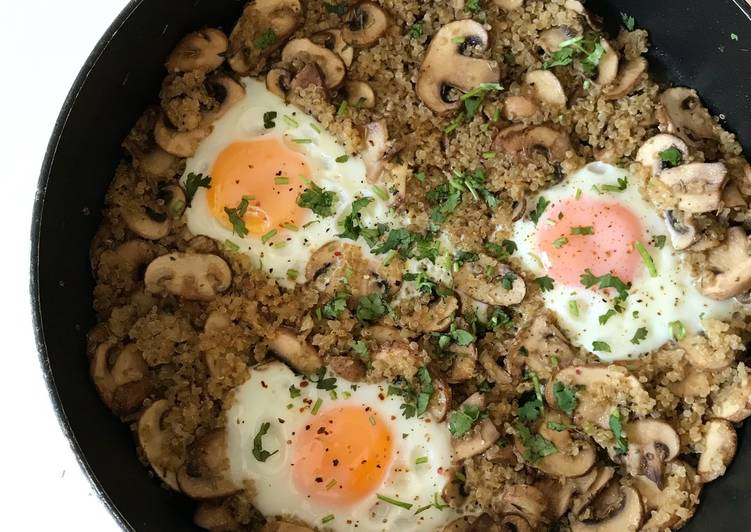 صبحانه با کینوا، قارچ و تخممرغ